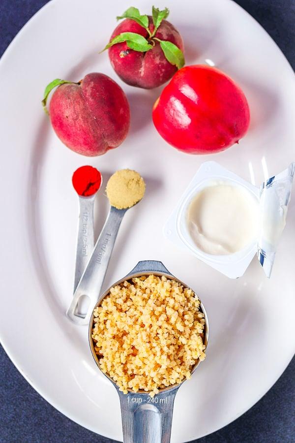 Ingrédients pour le millet au gingembre avec les pêches