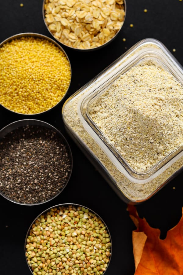 farine maison sans gluten avec les ingrédients à côté