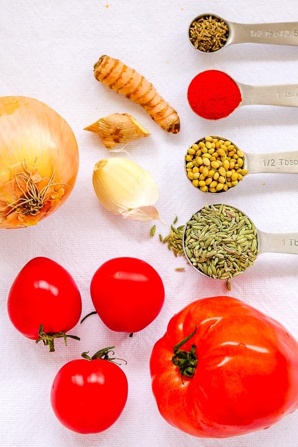 ingrédients pour la soupe au curcuma et aux tomates