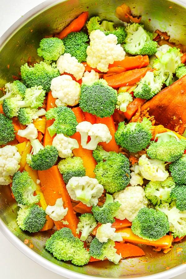 sauté de légumes l' ajout des brocoli et chou-fleur