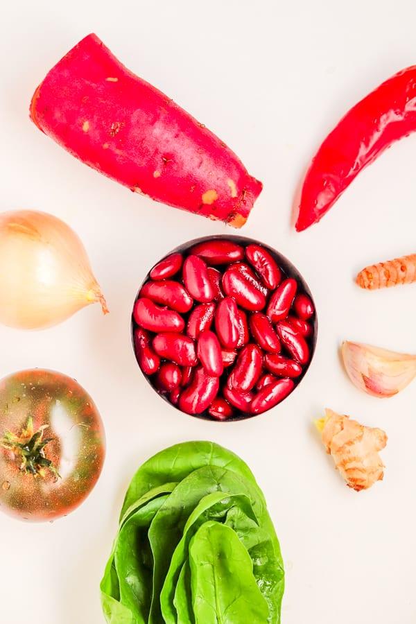 ingrédients pour le ragoût épicé de patates douces