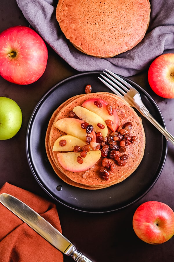 Cornflour pancakes with apple relish and apples