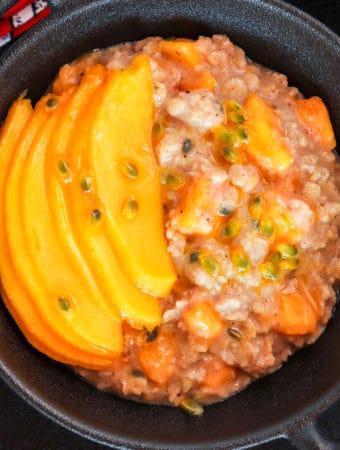 overnight oats healthy breakfast with mango
