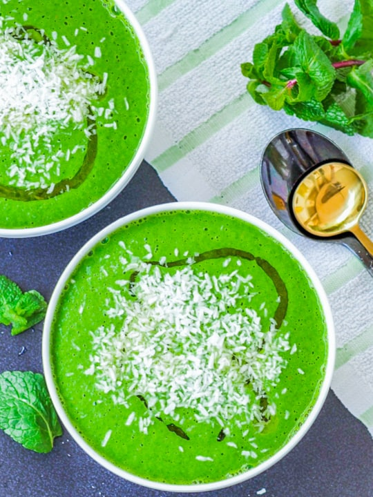 watercress soup with green peas with mint