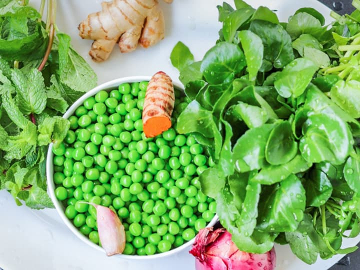 Ingredients for watercress soup with green peas