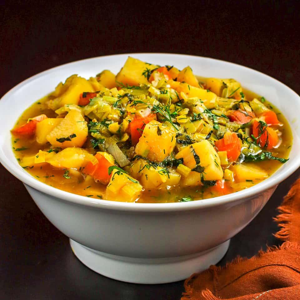 vegan chunky potato leek soup