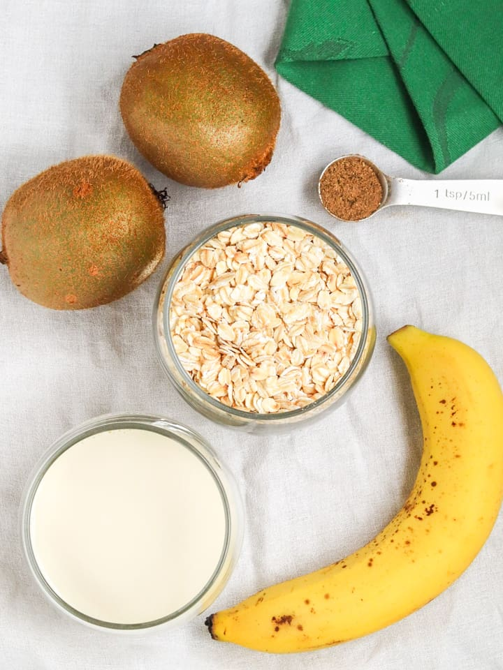 ingredients for overnight oats with kiwifruit