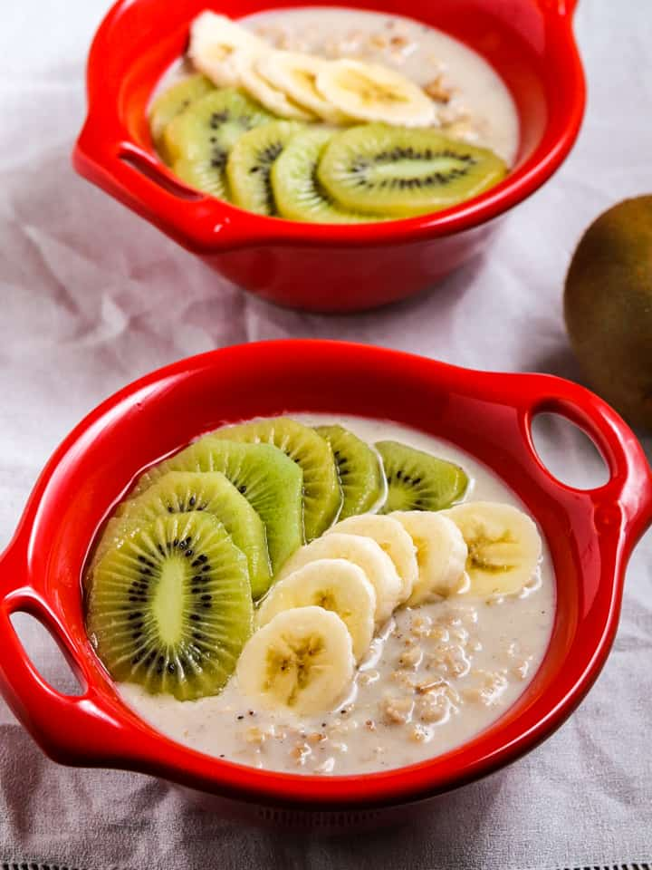 overnight oats with kiwi fruit and banana