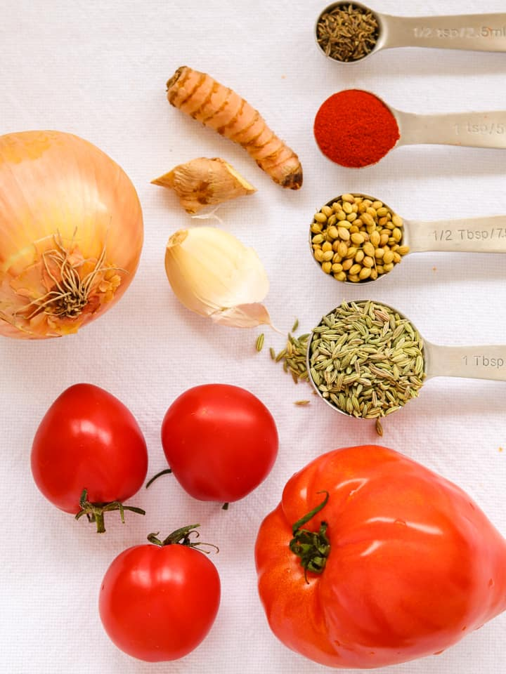 Ingredients for turmeric tomato soup