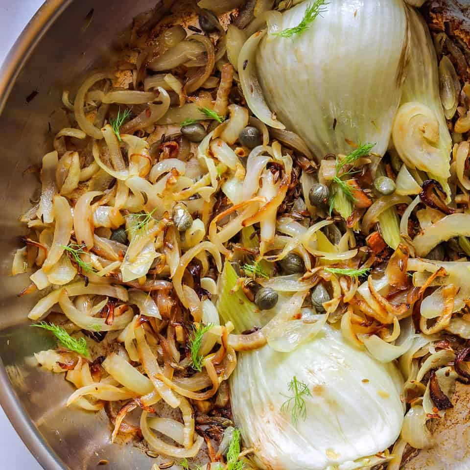 Pan-roasting fennel with onions