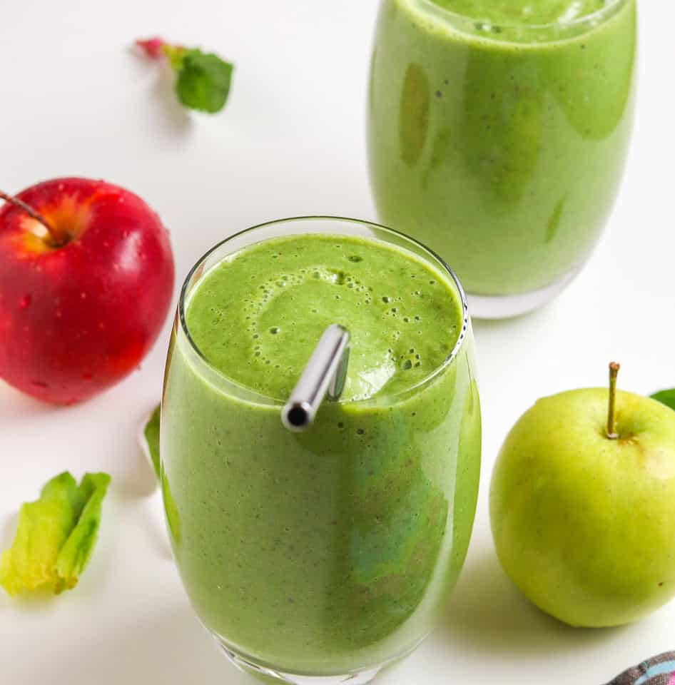 green smoothie with apples and spinach