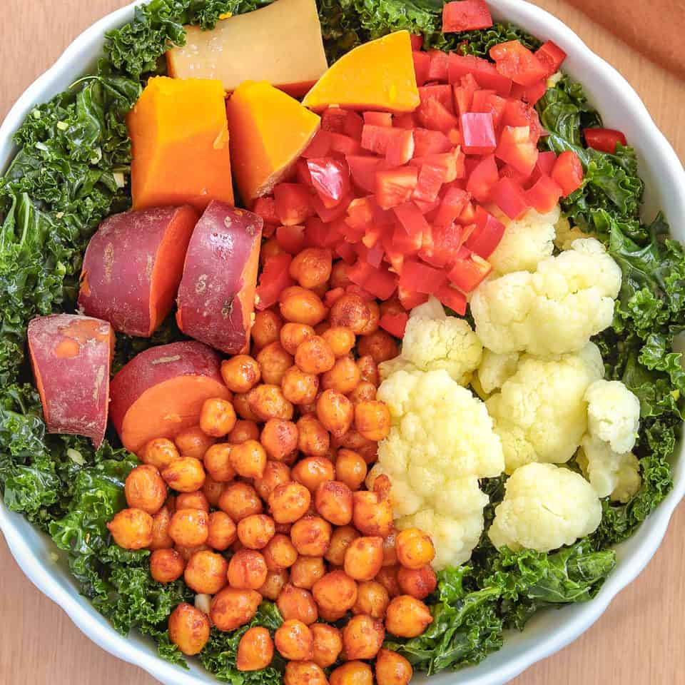 kale bowl with spicy chickpeas