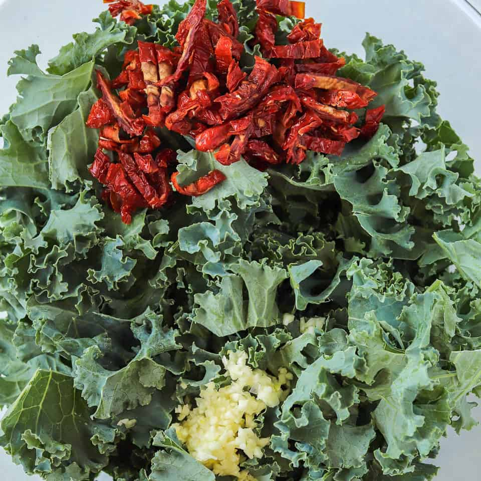 kale leaves, garlic with sun-dried tomatoes