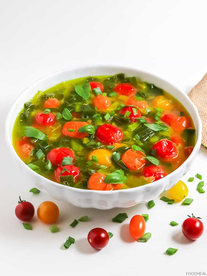 Spring onions, tomatoes and basil soup