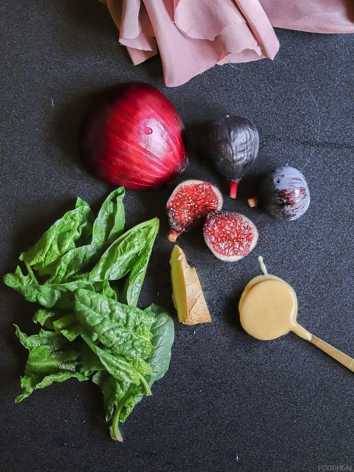 figues, oignon rouge, épinards, gingembre et beurre d'arachide