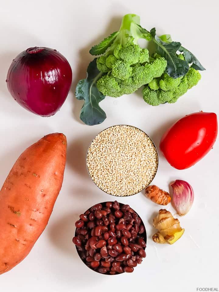 Patate douce, quinoa, brocoli, haricots, ingrédients de tomate