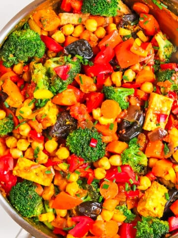 Pumpkin dinner with broccoli and prunes