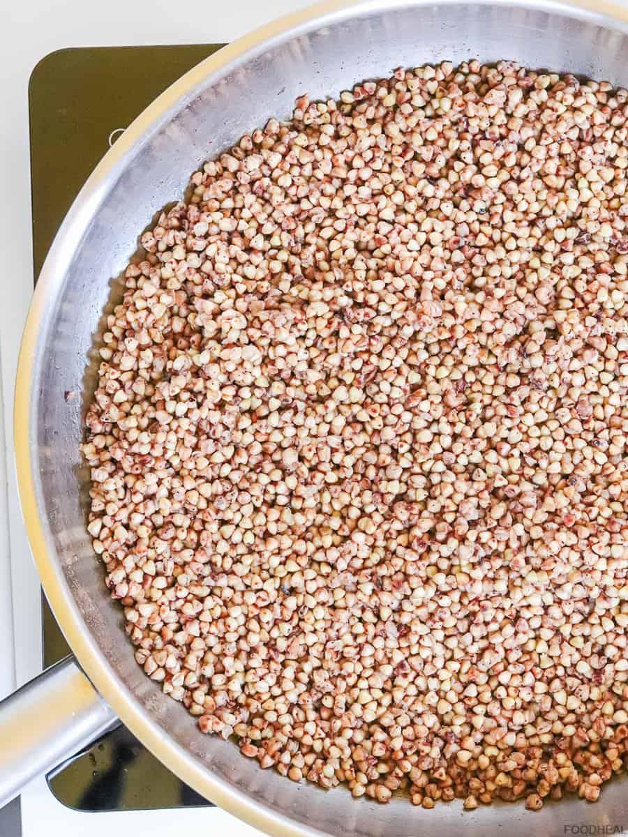 Cooking buckwheat in a pan