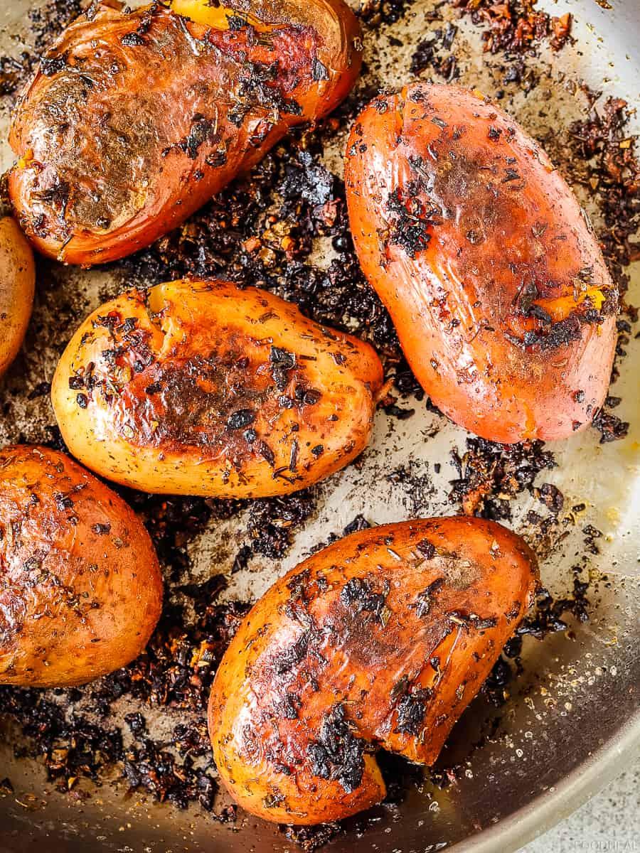 pan roasted potatoes in garlic